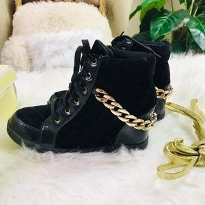 Shoes - Black Chain Detailed Quilted Front Lace Up Round T